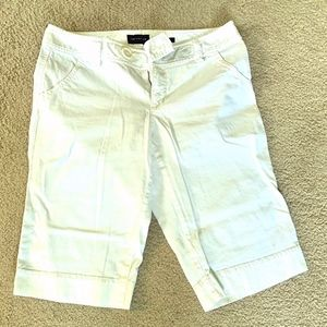 The Limited White Crop Short: Size 6